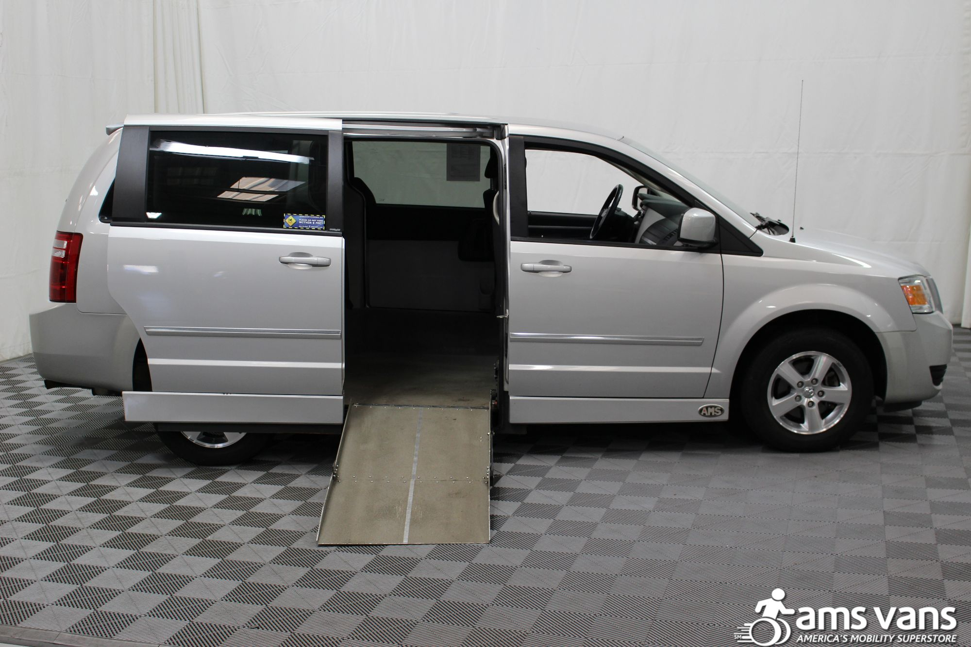 2008 Dodge Grand Caravan SXT Wheelchair Van For Sale #2