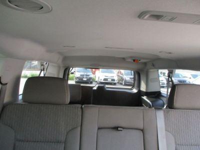 Gray Chevrolet Suburban image number 10