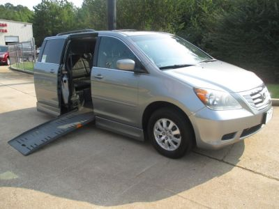 GREEN Honda Odyssey with Side Entry Automatic Fold Out ramp