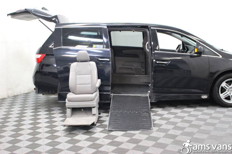 2013 honda odyssey wheelchair van for sale 39 999. Black Bedroom Furniture Sets. Home Design Ideas
