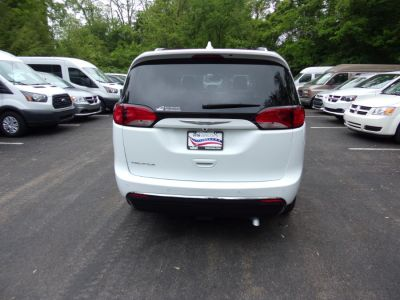 White Chrysler Pacifica image number 5