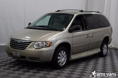 2005 Chrysler Town and Country Wheelchair Van For Sale -- Thumb #18