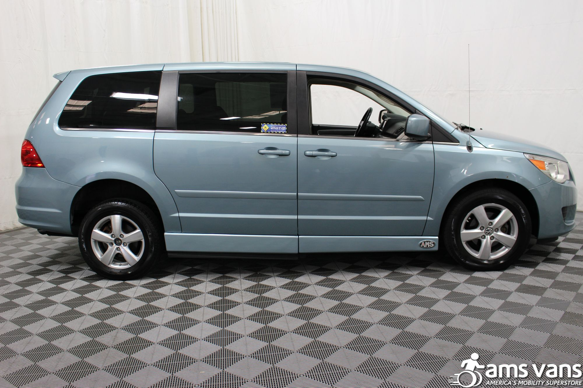 2010 Volkswagen Routan Wheelchair Van For Sale #12