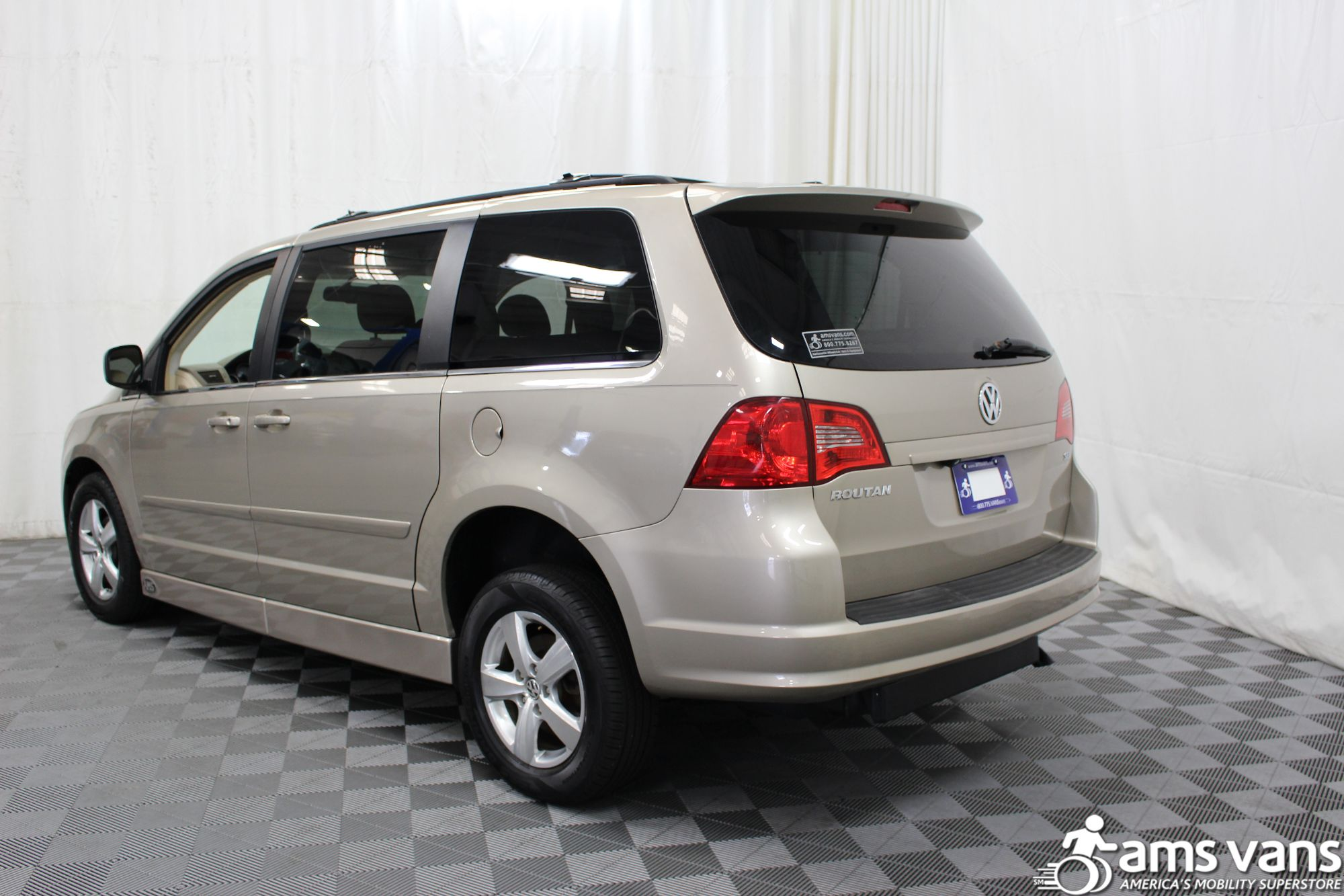 2009 Volkswagen Routan SEL Wheelchair Van For Sale #16