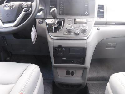 Black Toyota Sienna image number 12
