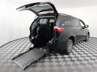 Commercial Wheelchair Vans for Sale - 2020 Toyota Sienna XLE ADA Compliant Vehicle VIN: 5TDYZ3DC2LS029273