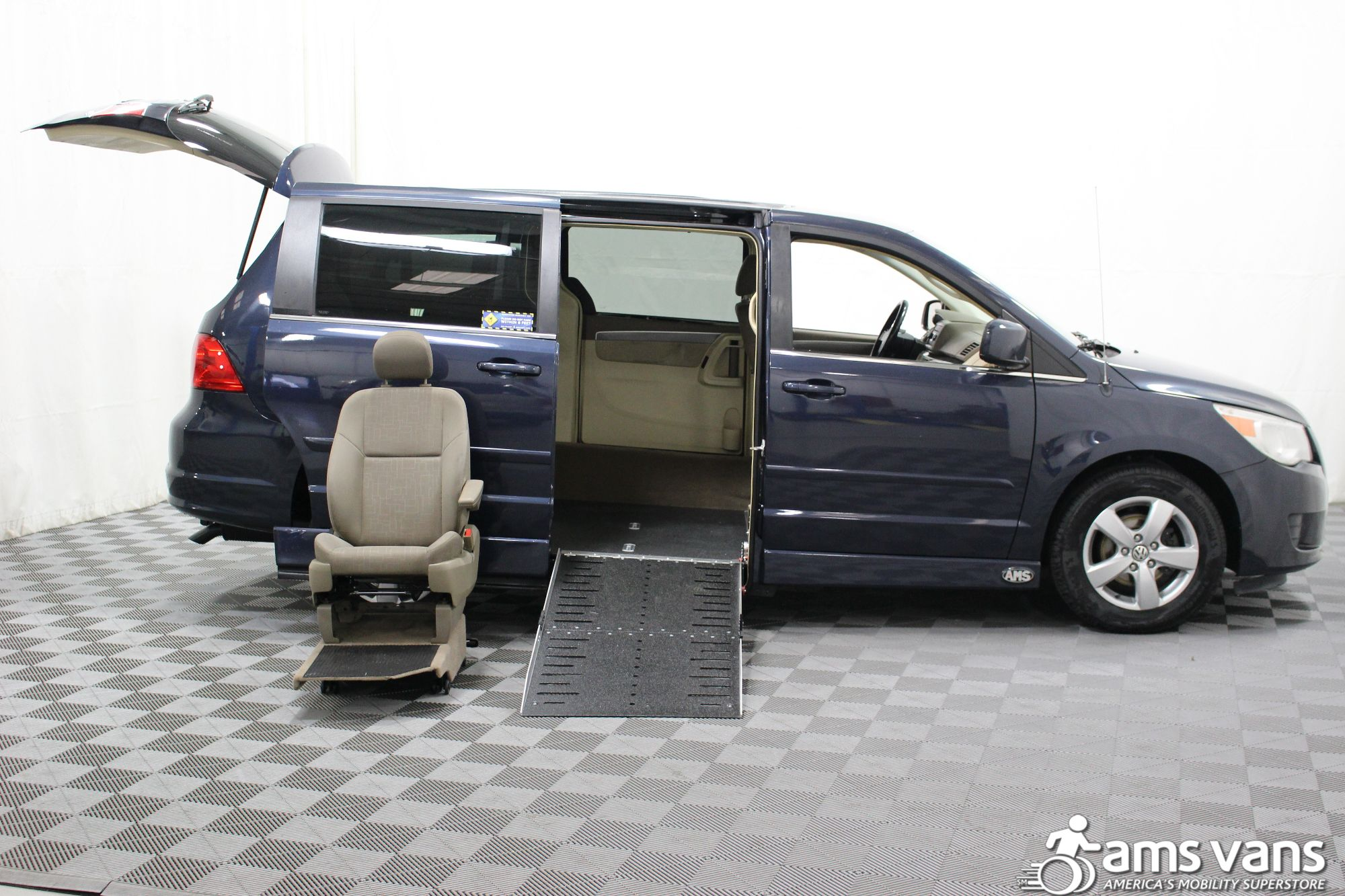 2009 Volkswagen Routan SE Wheelchair Van For Sale #8