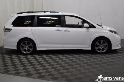Used 2014 Toyota Sienna SE Wheelchair Van
