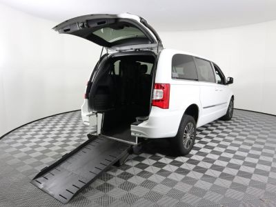 Commercial Wheelchair Vans for Sale - 2014 Chrysler Town & Country S ADA Compliant Vehicle VIN: 2C4RC1HG1ER191964