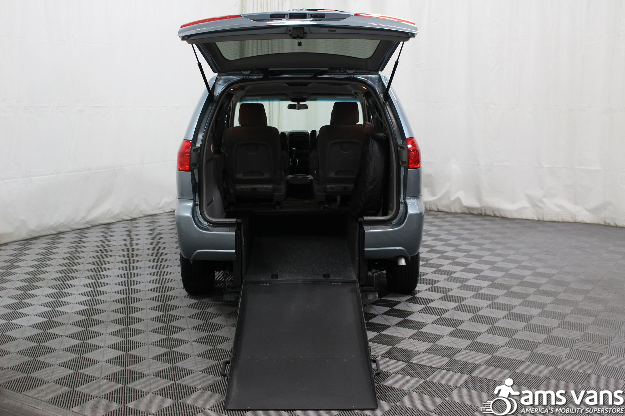 2006 Toyota Sienna LE Wheelchair Van For Sale #3
