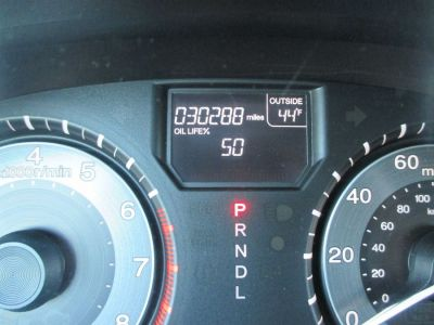 Black Honda Odyssey image number 20