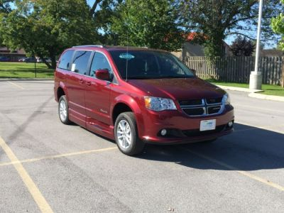 Red Dodge Grand Caravan image number 15