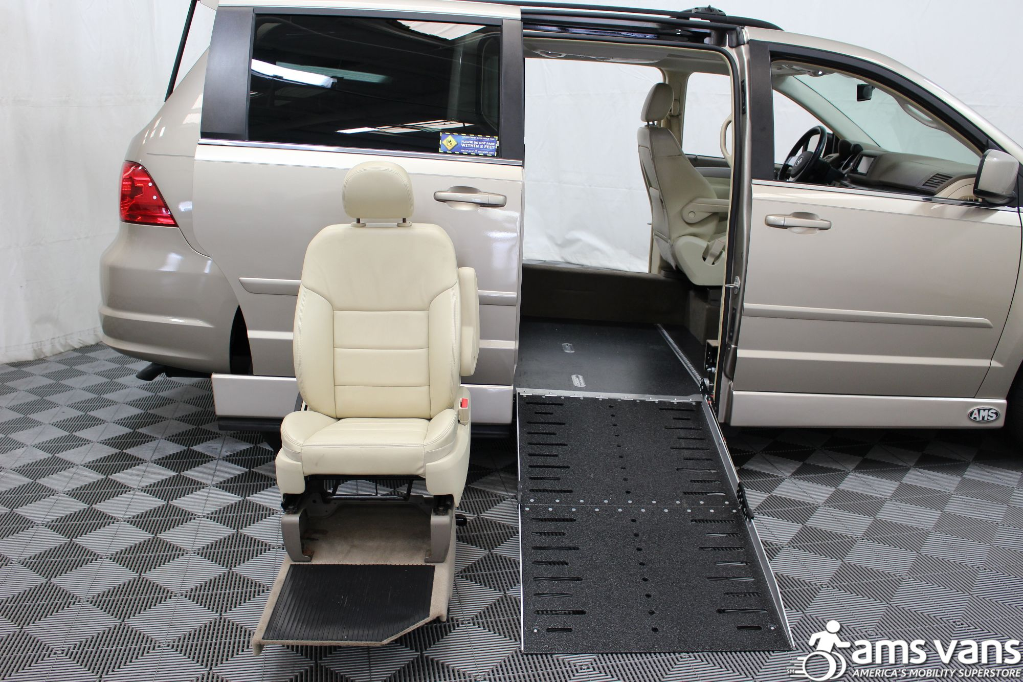 2009 Volkswagen Routan SEL Wheelchair Van For Sale #8