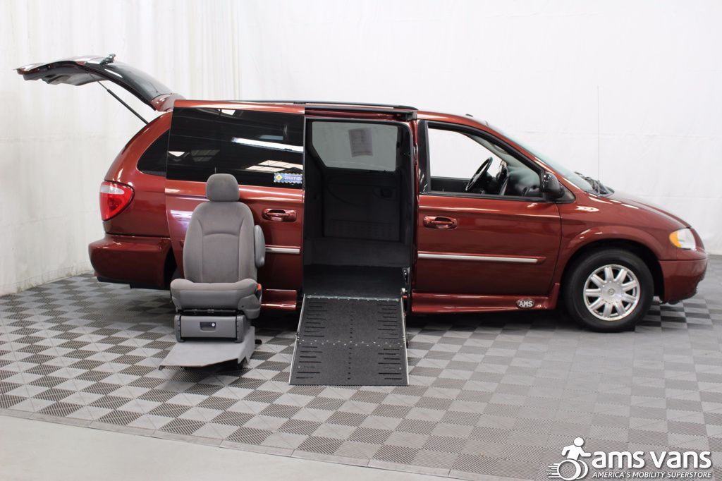 2007 Chrysler Town and Country Touring Wheelchair Van For Sale #7