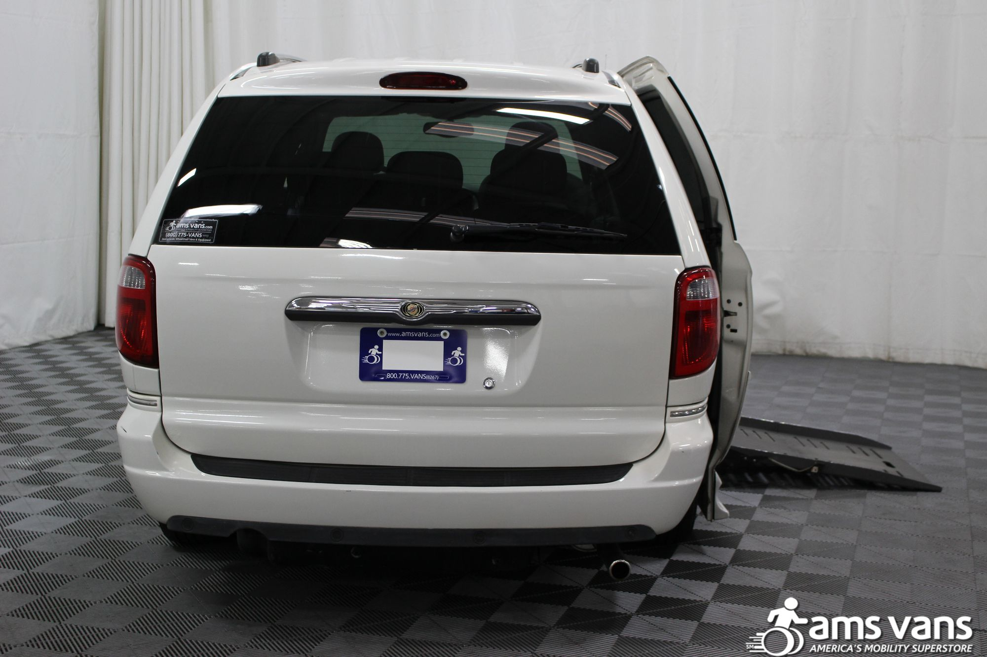 2005 Chrysler Town and Country Limited Wheelchair Van For Sale #4
