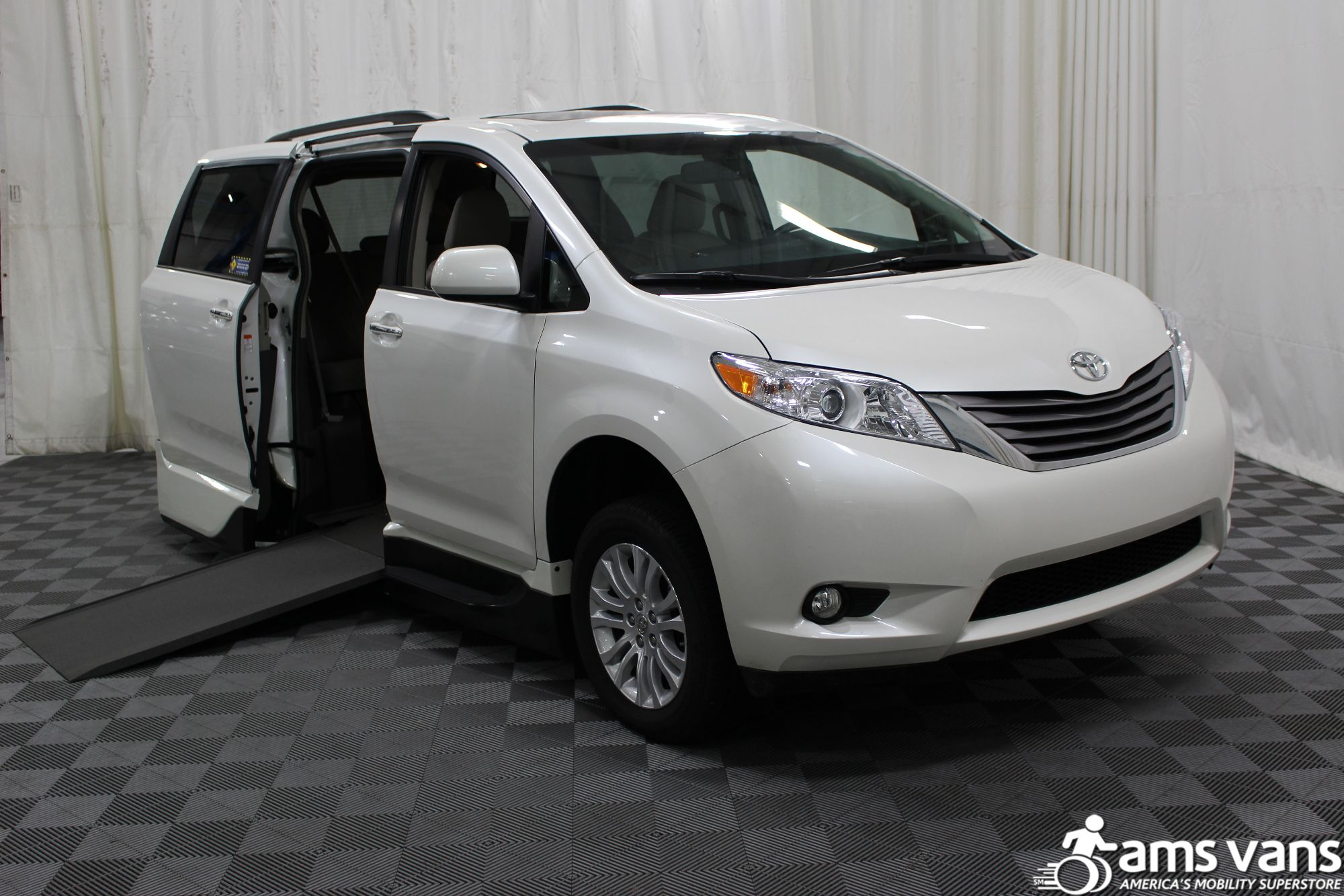2016 toyota sienna wheelchair van for sale 54 499. Black Bedroom Furniture Sets. Home Design Ideas