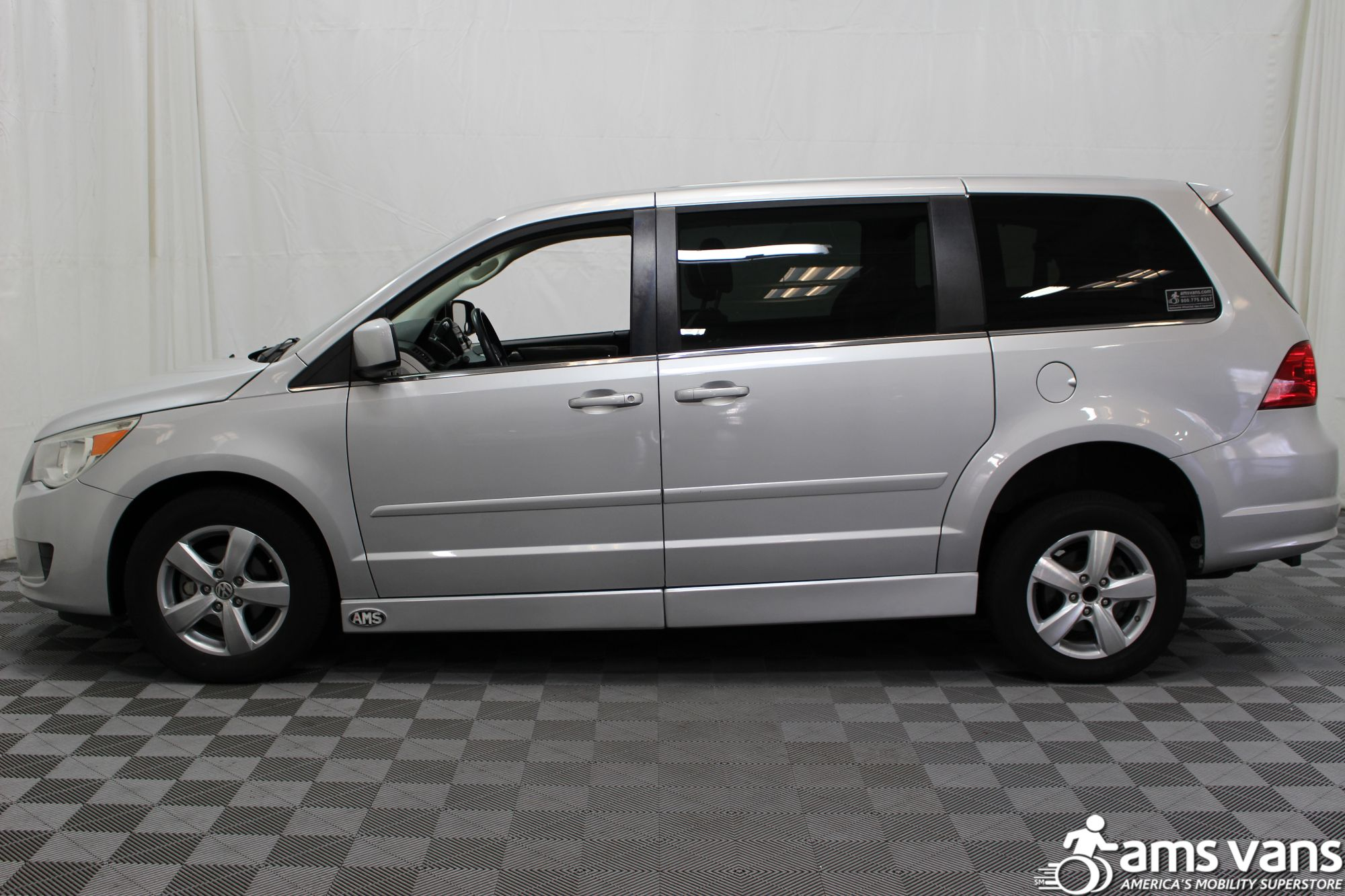 2010 Volkswagen Routan SE Wheelchair Van For Sale #16