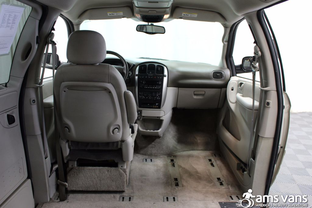 2005 Chrysler Town and Country Touring Wheelchair Van For Sale #7
