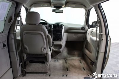 2005 Chrysler Town and Country Wheelchair Van For Sale -- Thumb #7