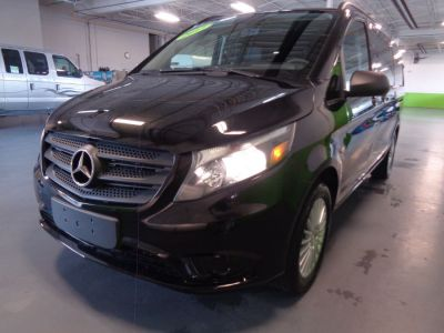 Black Mercedes-Benz Metris image number 2