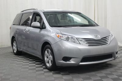 Used 2017 Toyota Sienna LE Wheelchair Van