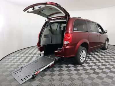 Commercial Wheelchair Vans for Sale - 2019 Dodge Grand Caravan SXT ADA Compliant Vehicle VIN: 2C4RDGCG8KR724086