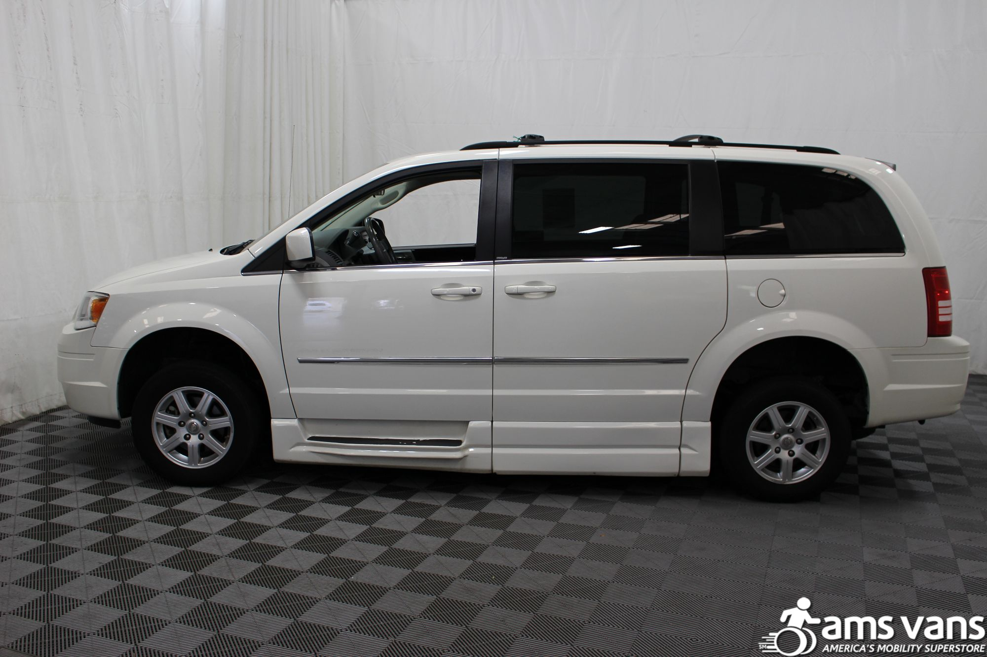 2010 Chrysler Town and Country Touring Wheelchair Van For Sale #12