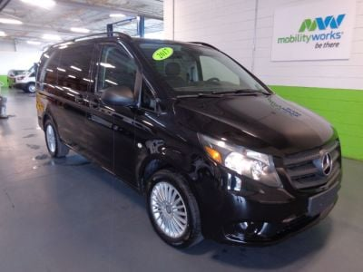 Black Mercedes-Benz Metris image number 3