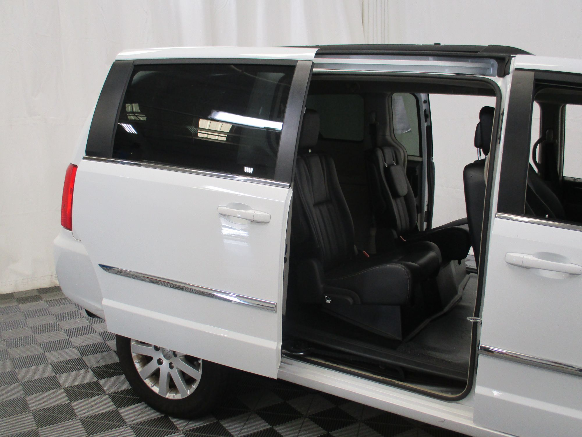 2015 Chrysler Town and Country Touring Wheelchair Van For Sale #8