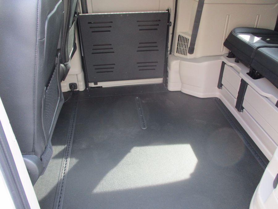 White Dodge Grand Caravan image number 33