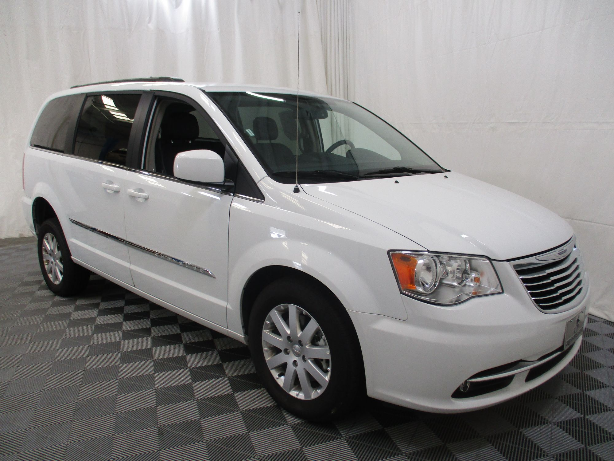 2015 Chrysler Town and Country Touring Wheelchair Van For Sale #10