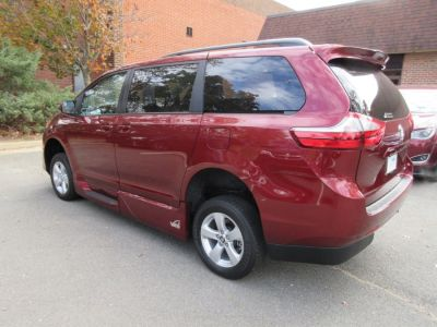 Red Toyota Sienna image number 4