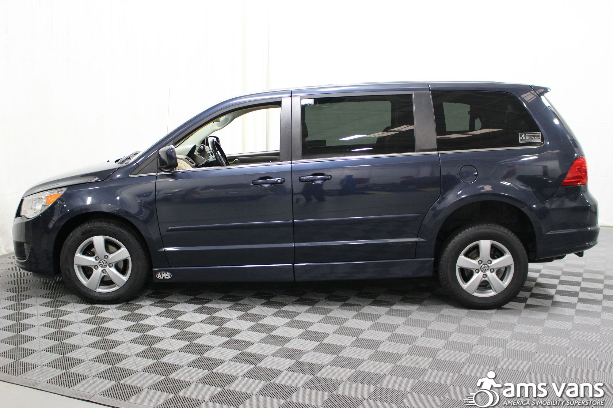 2009 Volkswagen Routan SE Wheelchair Van For Sale #16