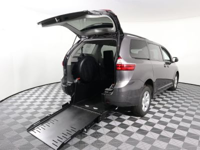 Handicap Van for Sale - 2019 Toyota Sienna LE Wheelchair Accessible Van VIN: 5TDKZ3DC9KS991803