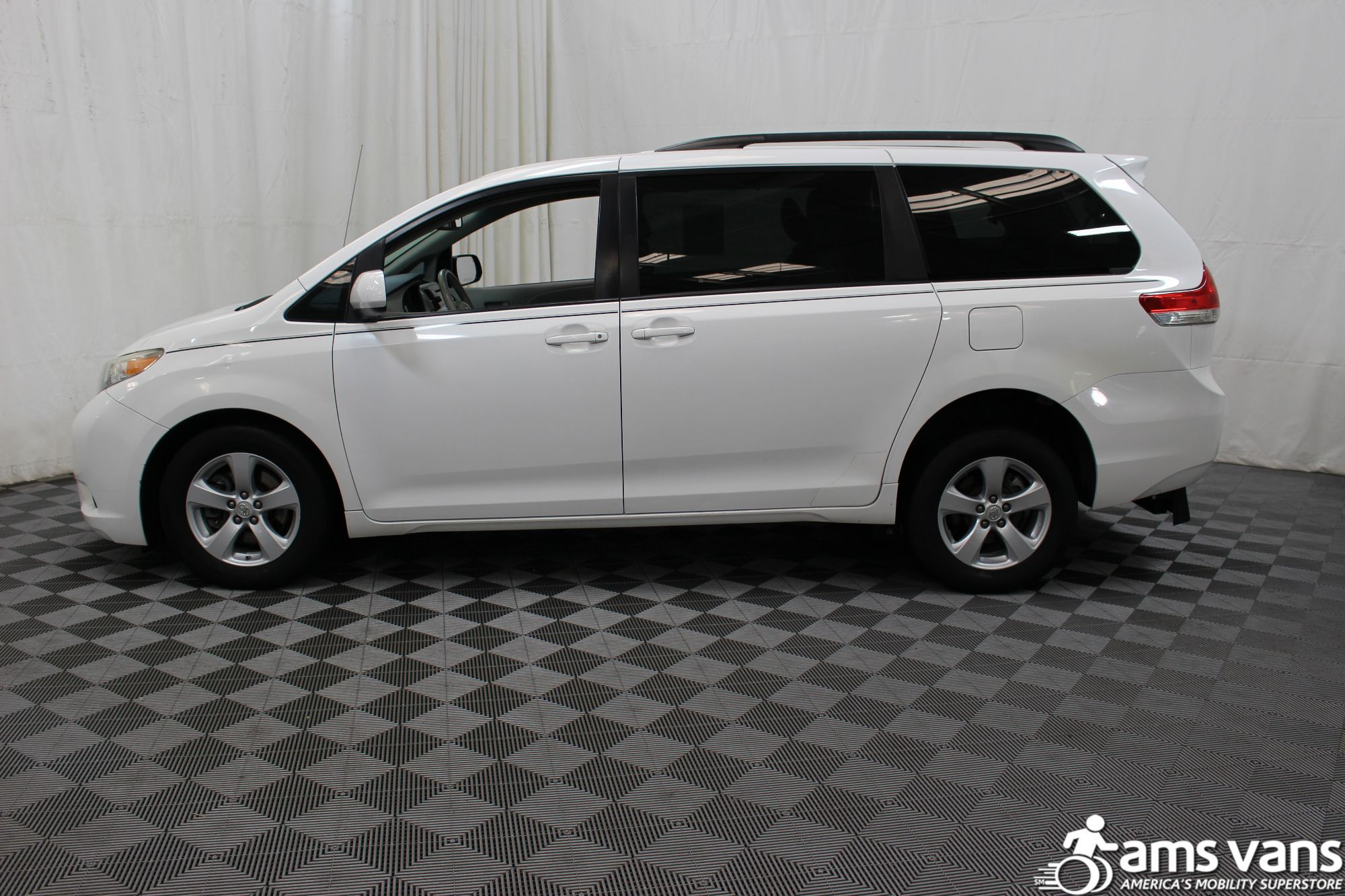 2011 Toyota Sienna LE Wheelchair Van For Sale #13