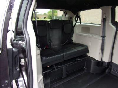Gray Dodge Grand Caravan image number 16