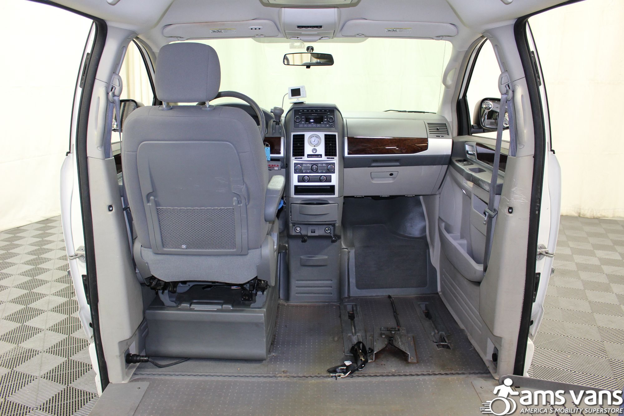 2010 Chrysler Town and Country Touring Wheelchair Van For Sale #4