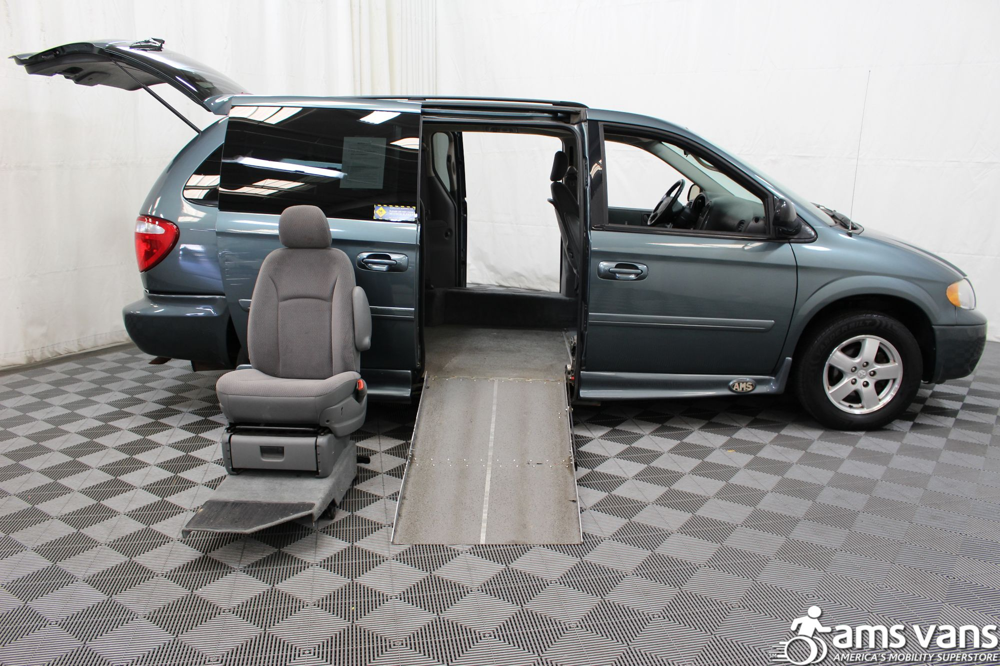 2007 Dodge Grand Caravan SXT Wheelchair Van For Sale #4