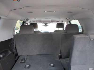 Gray Chevrolet Suburban image number 14