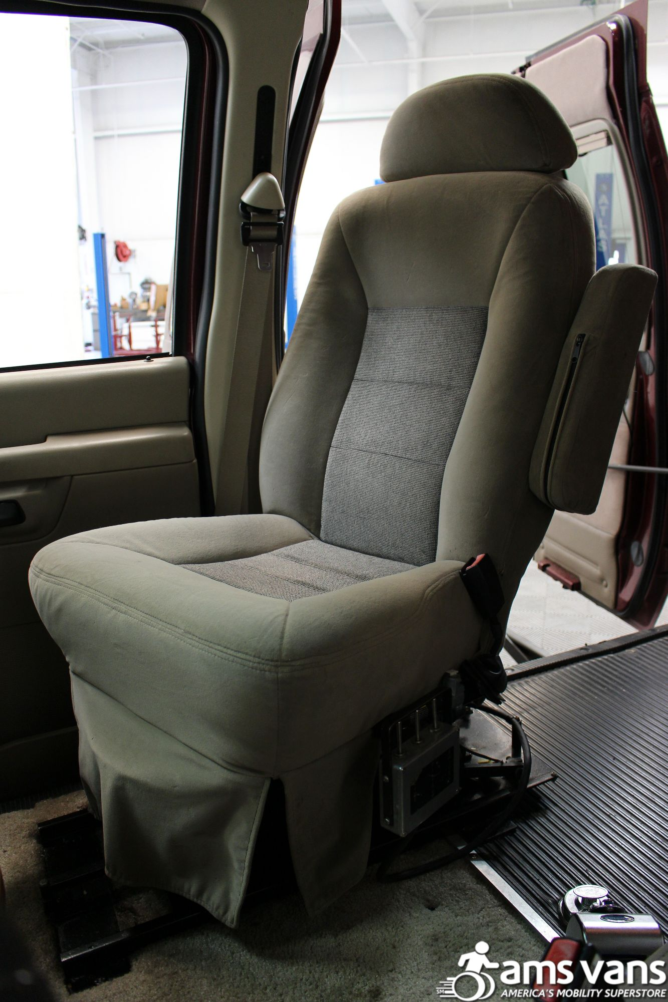 2005 Ford E-Series Chassis E-250 SD Wheelchair Van For Sale #8