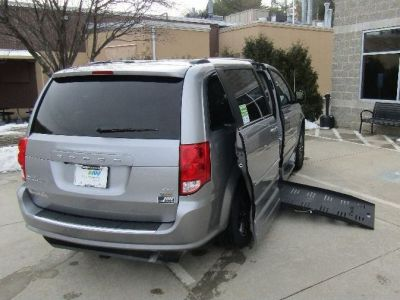 Silver Dodge Grand Caravan image number 24