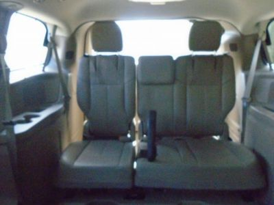 BROWN Chrysler Town and Country image number 19