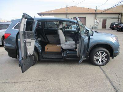 Blue Honda Pilot image number 9