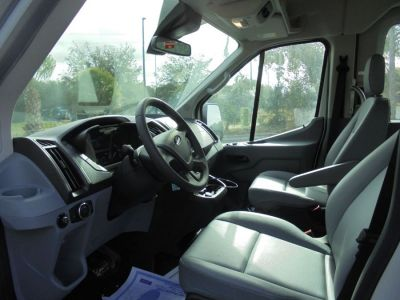 White Ford T350 image number 13