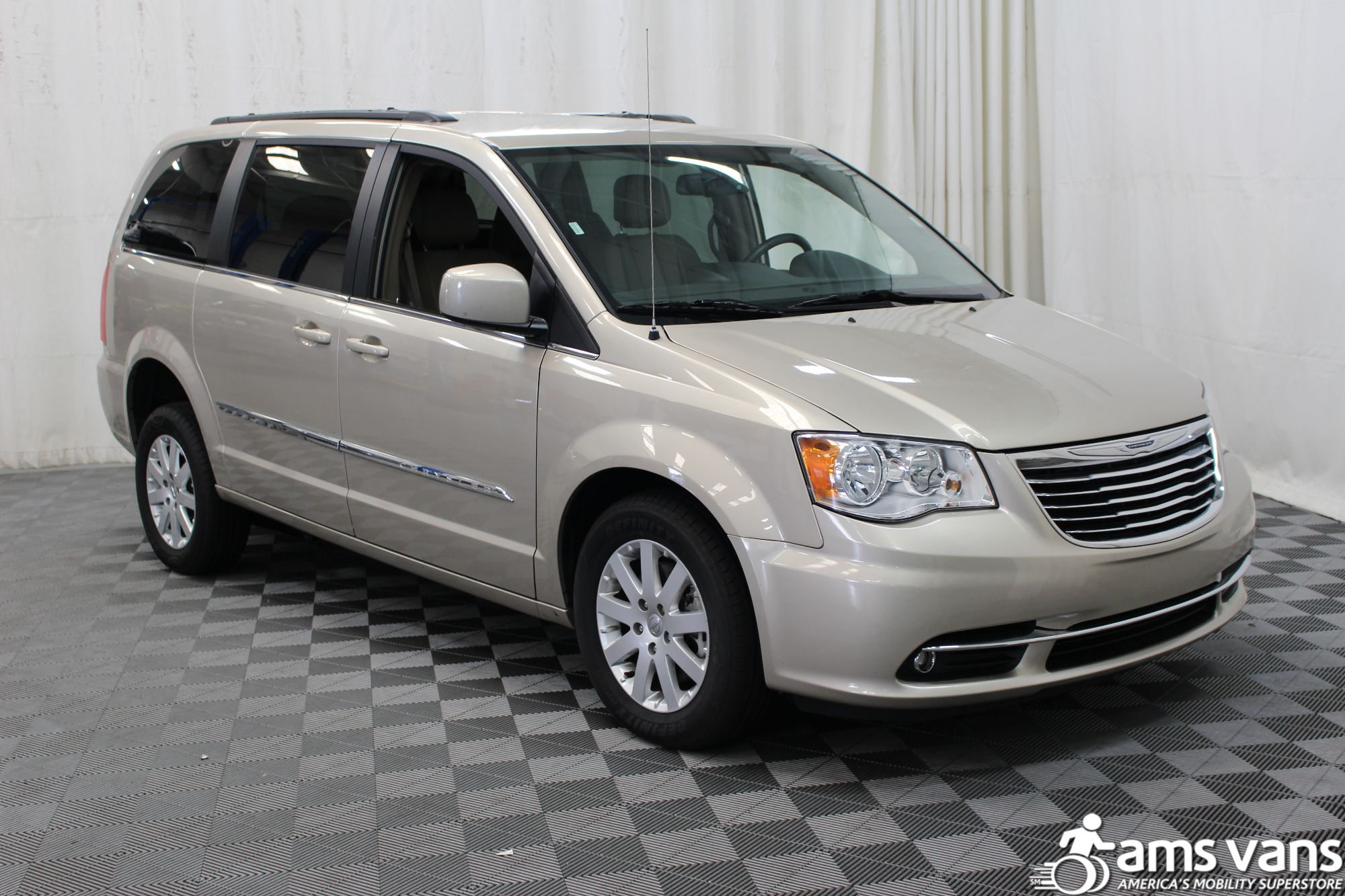 2016 chrysler town and country wheelchair van for sale 34 495. Black Bedroom Furniture Sets. Home Design Ideas