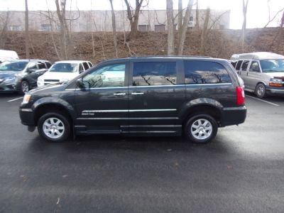 Gray Chrysler Town and Country image number 3