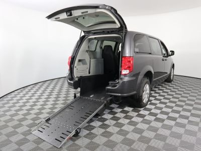 Commercial Wheelchair Vans for Sale - 2019 Dodge Grand Caravan SE ADA Compliant Vehicle VIN: 2C4RDGBGXKR553472