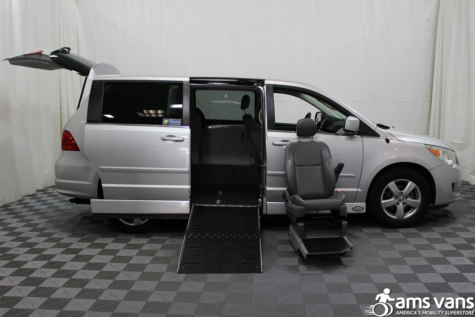 2010 Volkswagen Routan SE Wheelchair Van For Sale #9