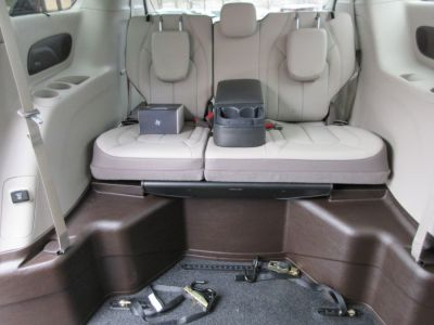 Brown Chrysler Pacifica image number 16