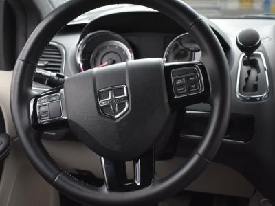 White Dodge Grand Caravan image number 29